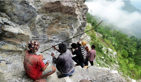 1436163686847_SG_Myagdi Road Contraction 01