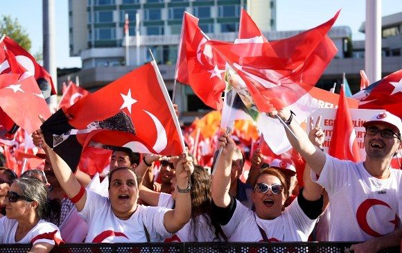 """(160725) -- ISTANBUL, July 25, 2016(Xinhua) -- People attend a rally at Istanbul's Taksim square in Turkey, on July 24, 2016. Tens of thousands of Turks on Sunday flocked to a rally in Istanbul organized by the main opposition but joined by the ruling party as well to say """"no"""" to the failed coup attempt a week ago. (Xinhua/He Canling)(axy)"""